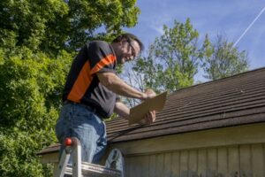 Huntsville roofer Checking roof leaks